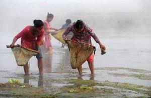 Женская рыбалка по-непальски 2