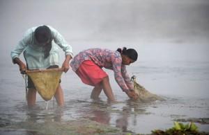 Женская рыбалка по-непальски 1