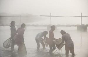 Женская рыбалка по-непальски 4