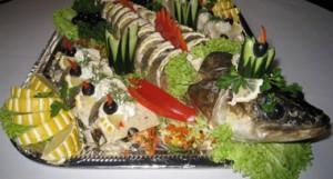 Хочу предложить вам еще один рецепт фаршированной рыбы – прошу любить и жаловать – судак фаршированный.